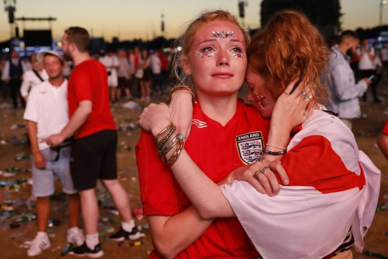 Tristes pero orgullosos los hinchas ingleses aplauden a su selección pese a la derrota contra Croacia